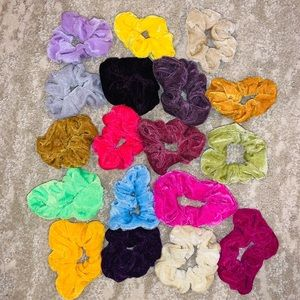 18 color-full scrunchies